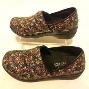 Comfort Trendz floral nursing clogs size 9